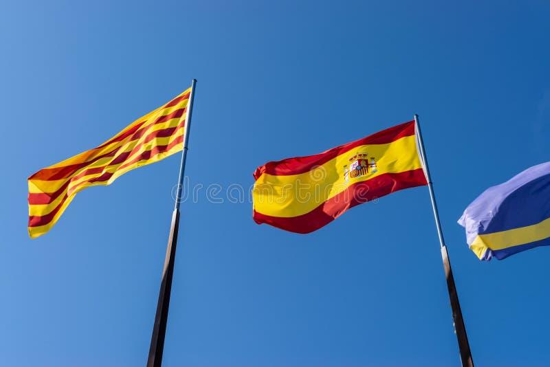 Bandeiras da cidade de Salou, Espanha, de Catalonia e da União Europeia imagem de stock royalty free