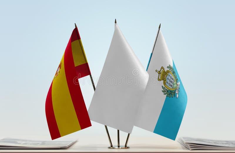 Bandeiras da Espanha e do São Marino fotos de stock royalty free