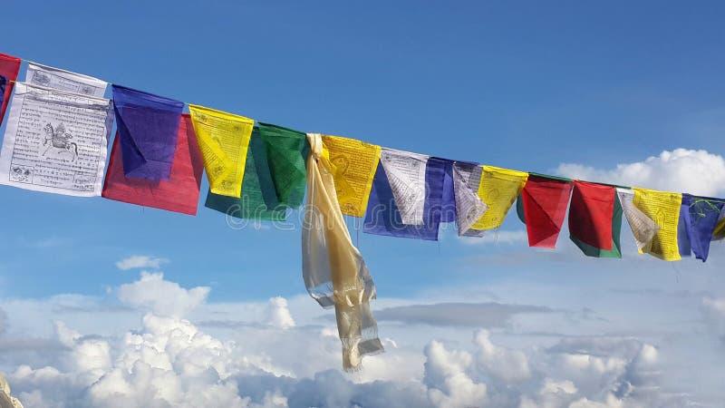 Bandeiras da oração da cor fotos de stock