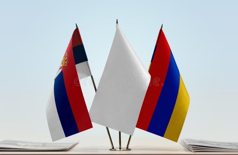 Bandeiras da Sérvia e da Armênia fotos de stock royalty free