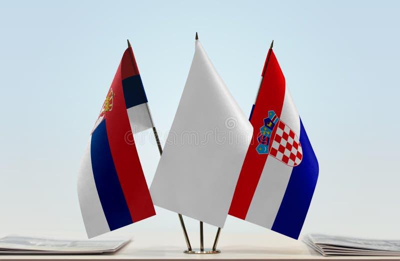 Bandeiras da Sérvia e da Croácia imagem de stock royalty free