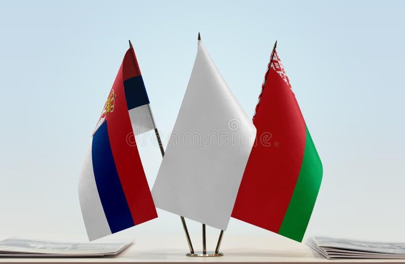 Bandeiras da Sérvia e do Bielorrússia imagens de stock royalty free