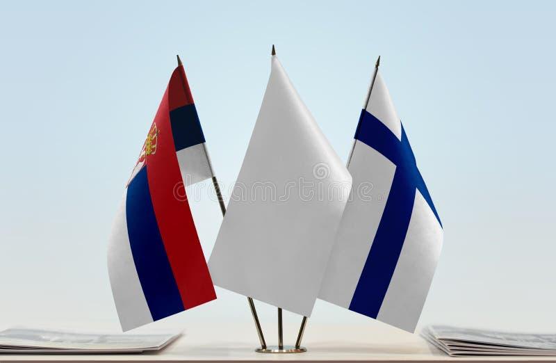 Bandeiras da Sérvia e do Finlandia imagem de stock