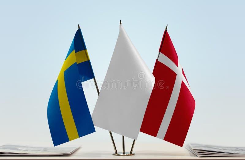 Bandeiras da Suécia e da Dinamarca fotos de stock