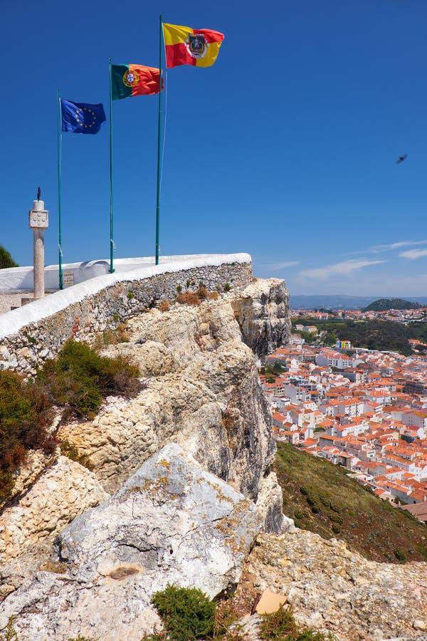Bandeiras da União Europeia, da bandeira portuguesa e da bandeira de Nazare com Na fotografia de stock royalty free