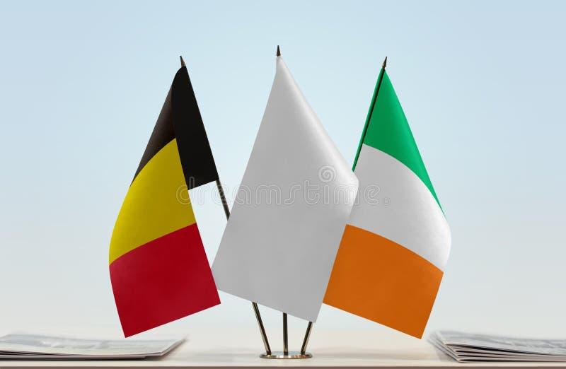 Bandeiras de Bélgica e de Irlanda fotografia de stock