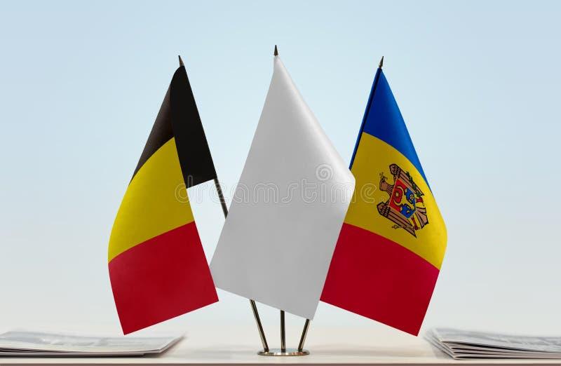 Bandeiras de Bélgica e de Moldova fotos de stock