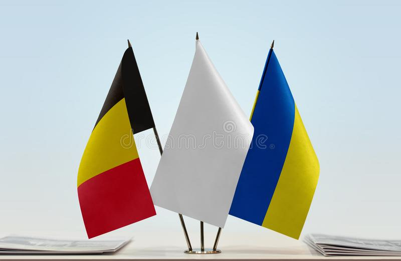 Bandeiras de Bélgica e de Ucrânia imagens de stock royalty free