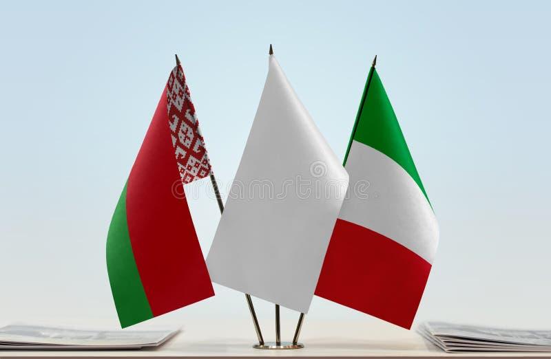 Bandeiras de Bielorrússia e de Itália imagens de stock royalty free