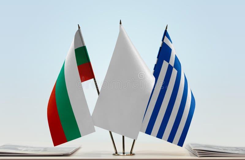 Bandeiras de Bulgária e de Grécia imagem de stock royalty free
