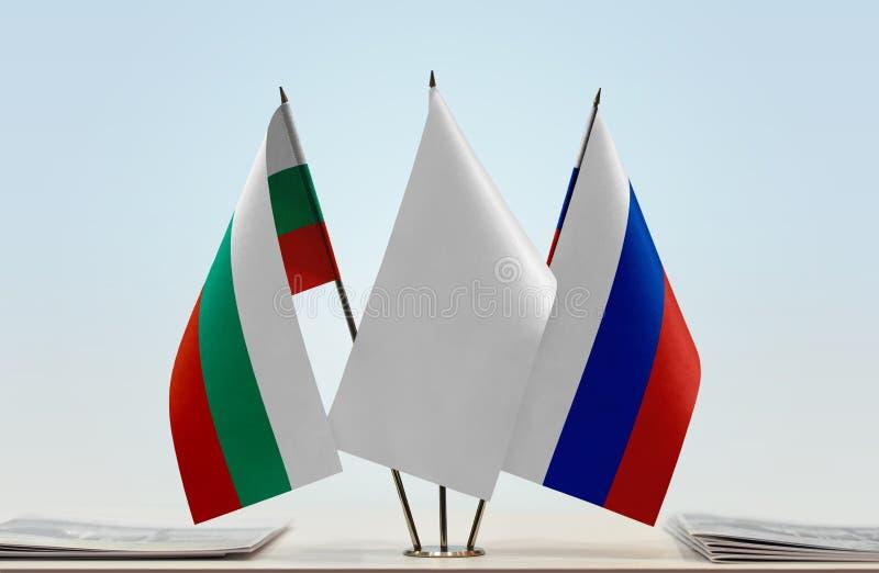 Bandeiras de Bulgária e de Rússia fotografia de stock