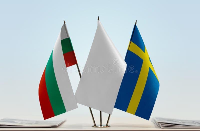 Bandeiras de Bulgária e de Suécia fotografia de stock