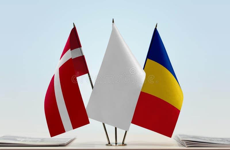Bandeiras de Dinamarca e de Romênia imagem de stock royalty free