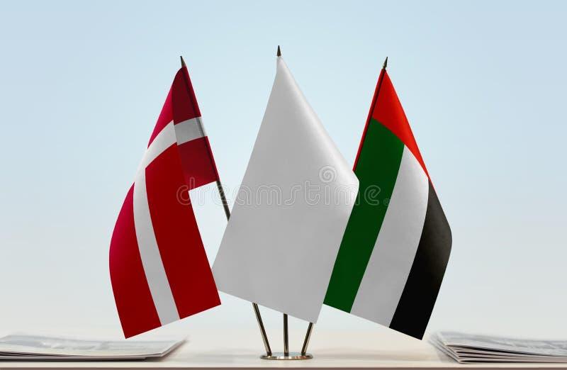 Bandeiras de Dinamarca e de UAE fotos de stock