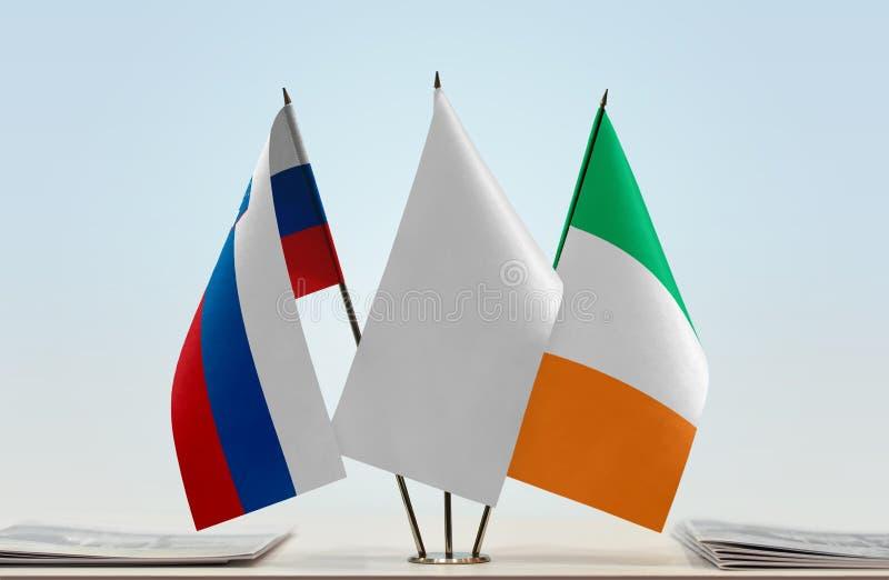 Bandeiras de Eslovênia e da Irlanda fotos de stock royalty free