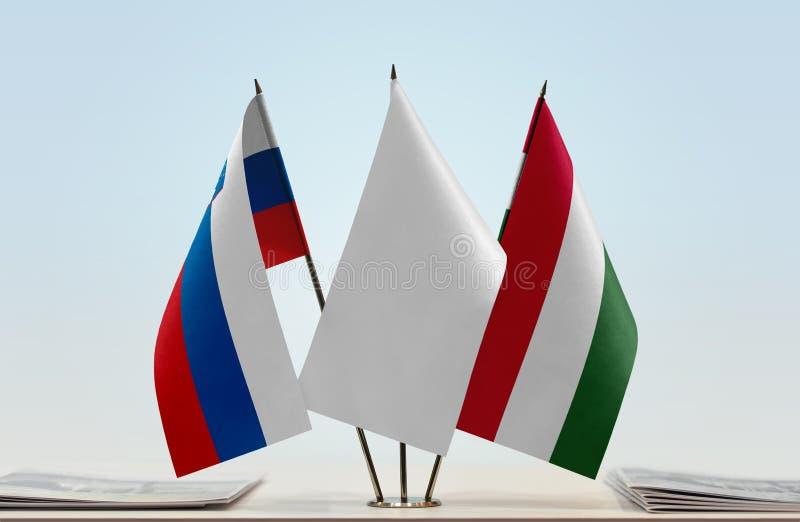 Bandeiras de Eslovênia e de Hungria fotos de stock