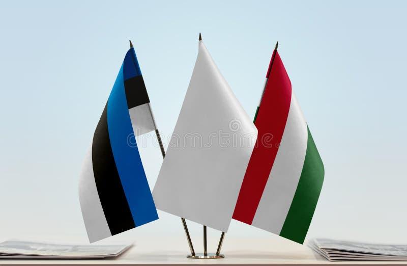 Bandeiras de Estônia e de Hungria foto de stock