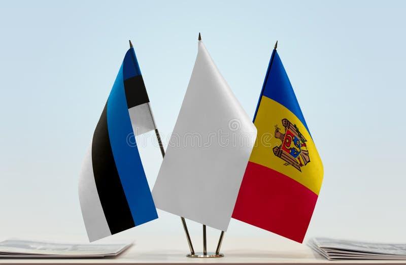 Bandeiras de Estônia e de Moldova fotografia de stock royalty free