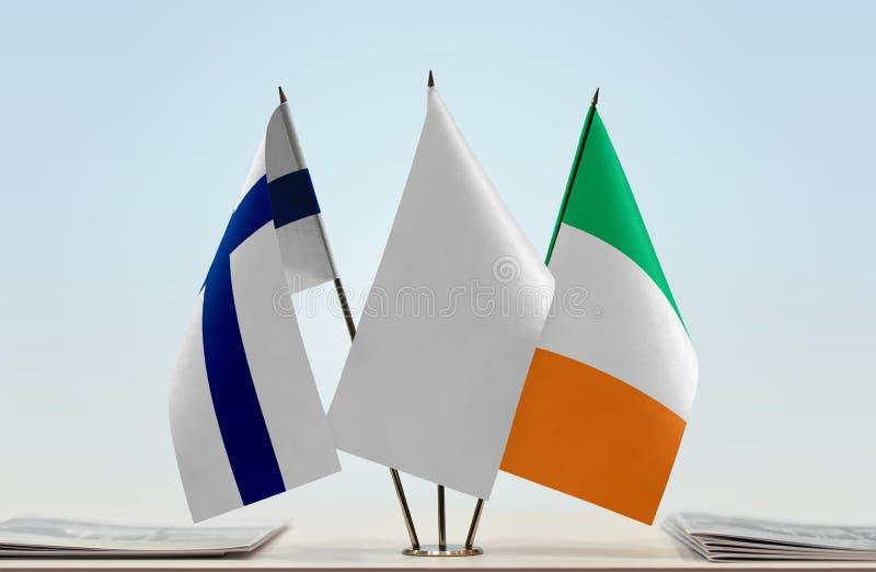 Bandeiras de Finlandia e da Irlanda fotografia de stock royalty free