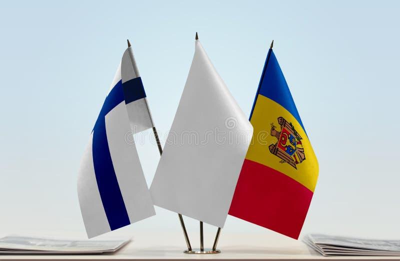 Bandeiras de Finlandia e de Moldova foto de stock