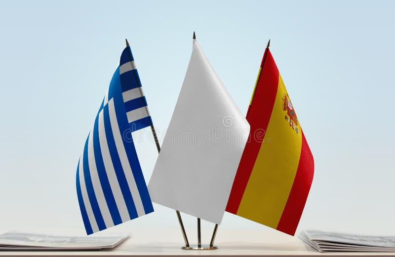 Bandeiras de Grécia e da Espanha imagem de stock royalty free