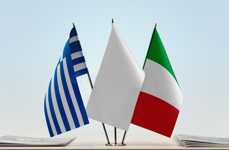 Bandeiras de Grécia e de Itália foto de stock royalty free