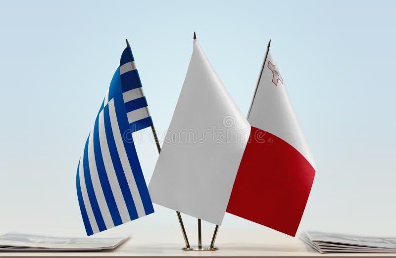 Bandeiras de Grécia e de Malta imagens de stock royalty free