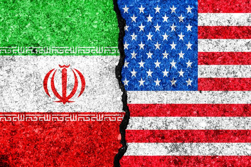 Bandeiras de Irã e de EUA pintados no fundo da parede/Irã rachados VE ilustração royalty free