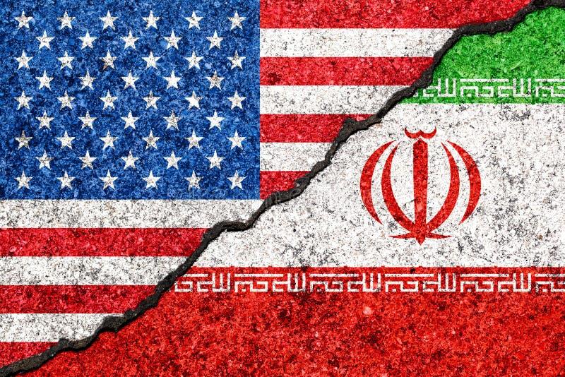 Bandeiras de Irã e de EUA pintados no fundo da parede/Irã rachados VE ilustração do vetor