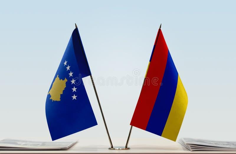 Bandeiras de Kosovo e de Armênia imagem de stock royalty free
