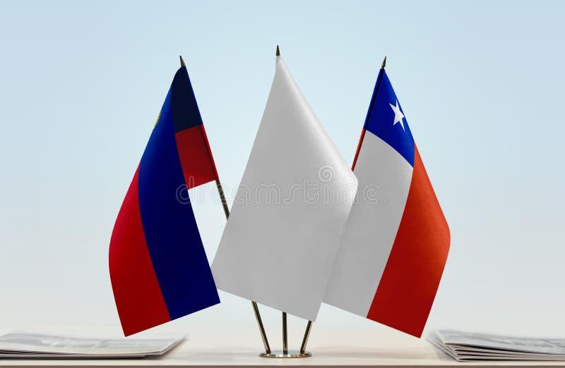 Bandeiras de Liechtenstein e do Chile fotografia de stock