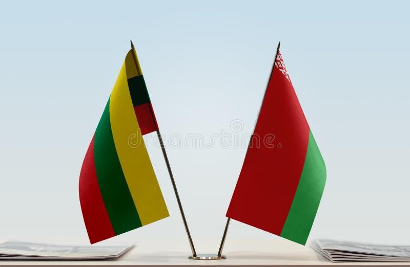 Bandeiras de Lituânia e de Bielorrússia imagens de stock