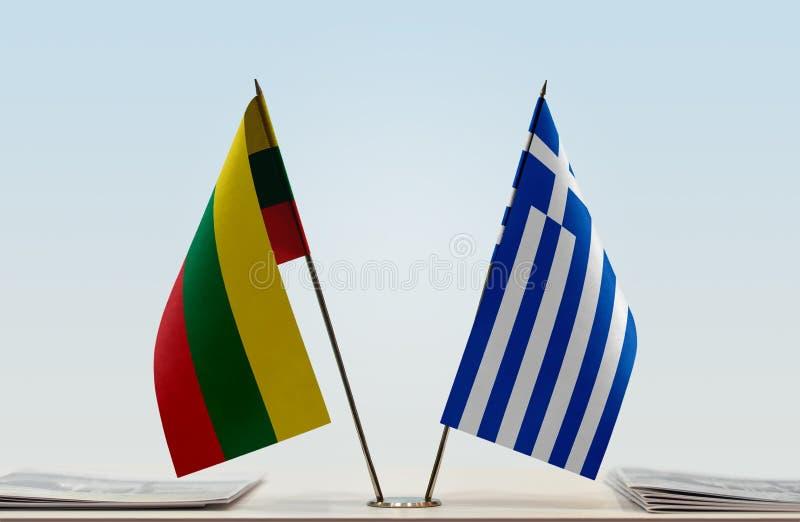 Bandeiras de Lituânia e de Grécia imagem de stock royalty free