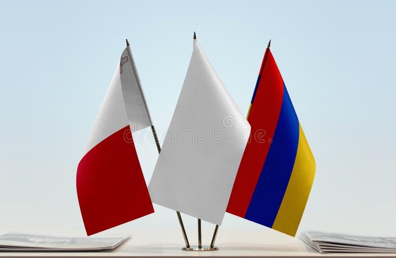 Bandeiras de Malta e de Armênia fotos de stock