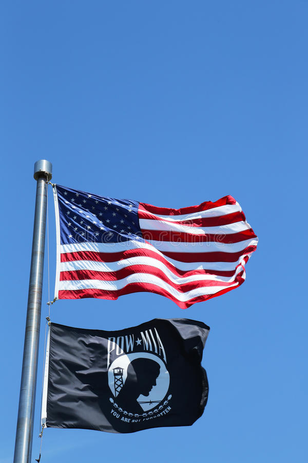 Bandeiras de MIA do americano e do PRISIONEIRO DE GUERRA fotografia de stock