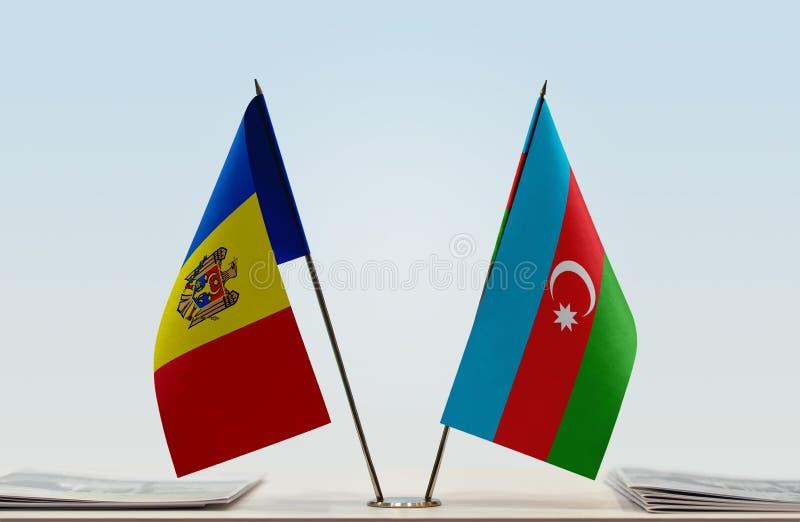 Bandeiras de Moldova e de Azerbaijão imagens de stock royalty free