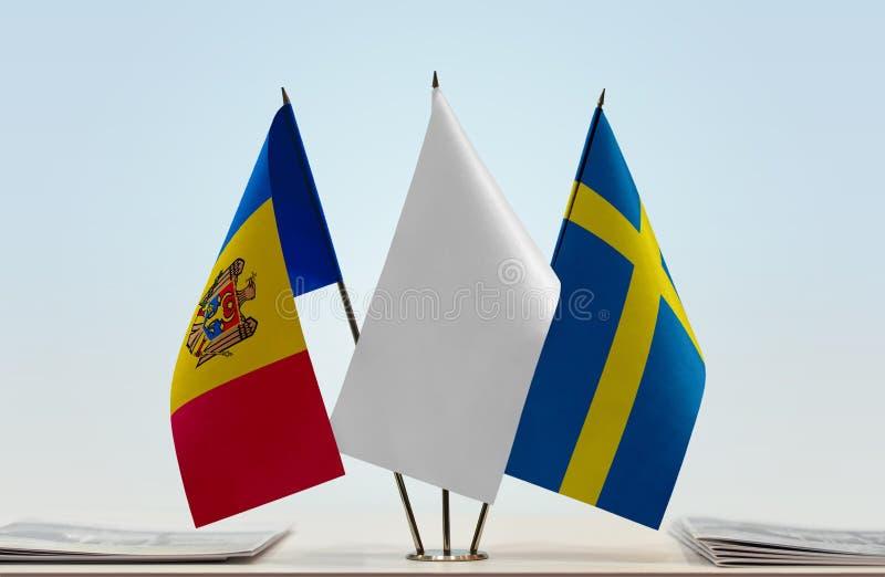 Bandeiras de Moldova e da Suécia fotos de stock royalty free