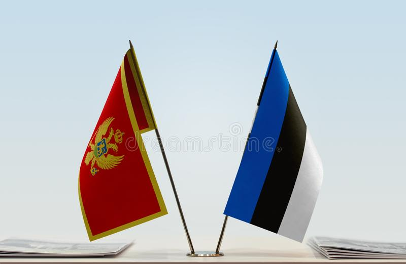 Bandeiras de Montenegro e de Estônia fotografia de stock royalty free