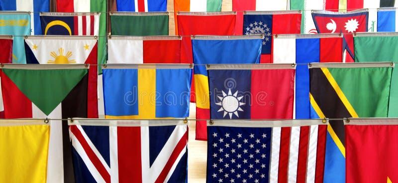 Bandeiras de muitas nações fotografia de stock