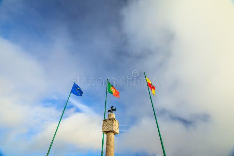 Bandeiras de Nazare Portugal imagem de stock