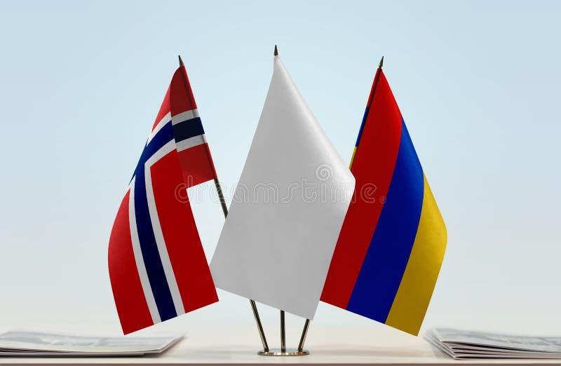Bandeiras de Noruega e de Armênia fotografia de stock