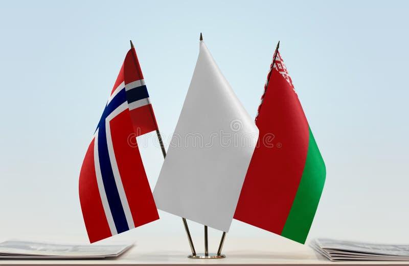 Bandeiras de Noruega e de Bielorrússia fotos de stock royalty free