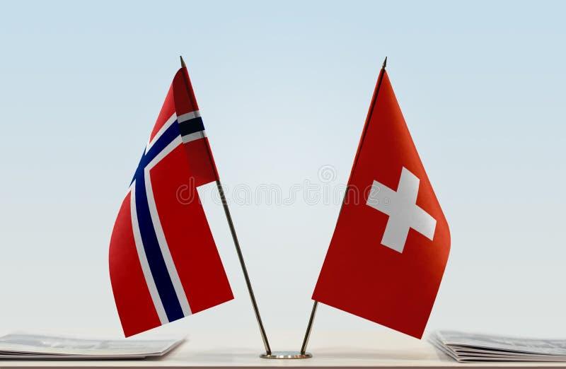 Bandeiras de Noruega e de Suíça imagem de stock royalty free