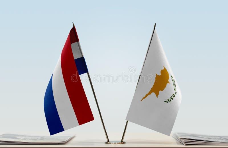 Bandeiras de Países Baixos e de Chipre fotos de stock royalty free