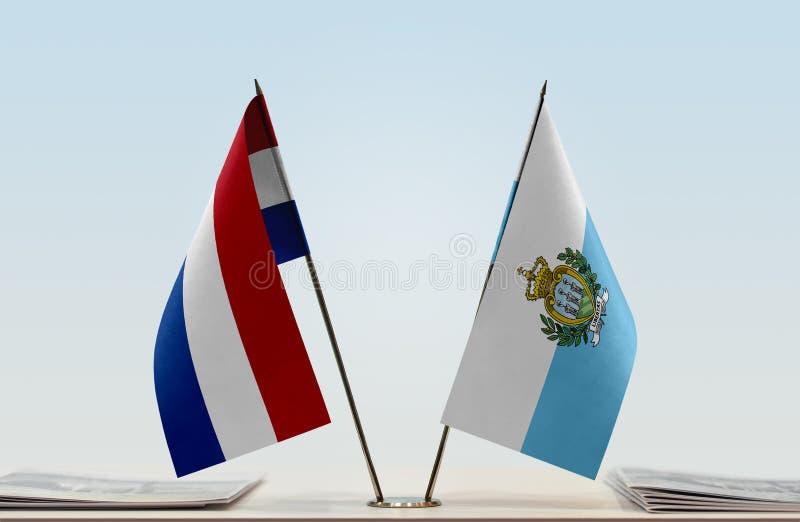 Bandeiras de Países Baixos e de São Marino fotos de stock royalty free