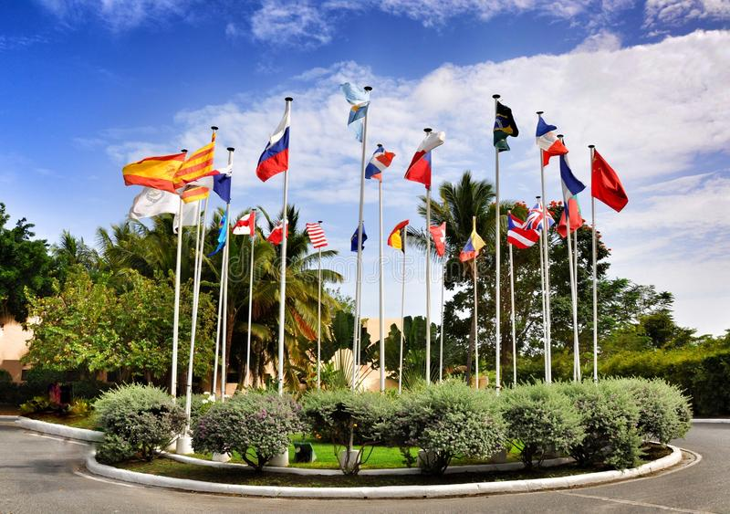 Bandeiras de 25 países o mundo imagem de stock royalty free
