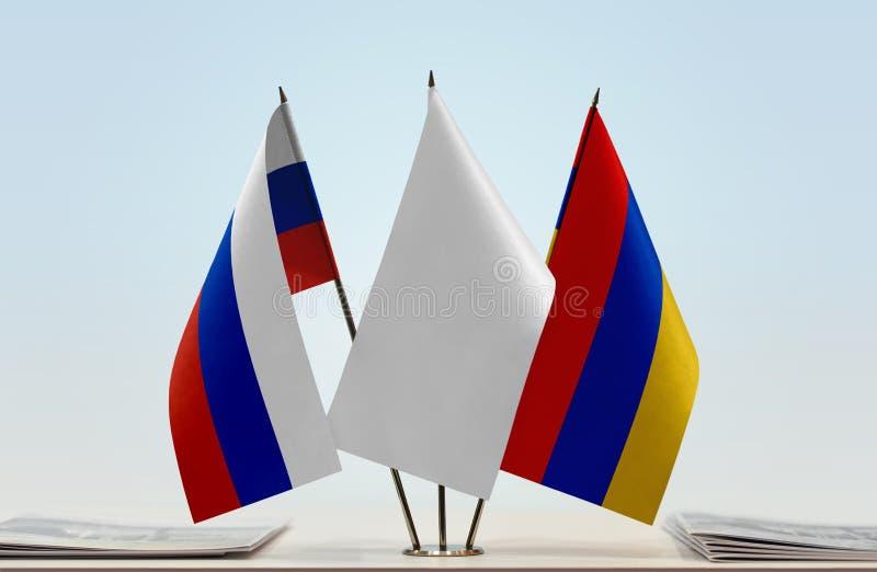 Bandeiras de Rússia e de Armênia fotografia de stock