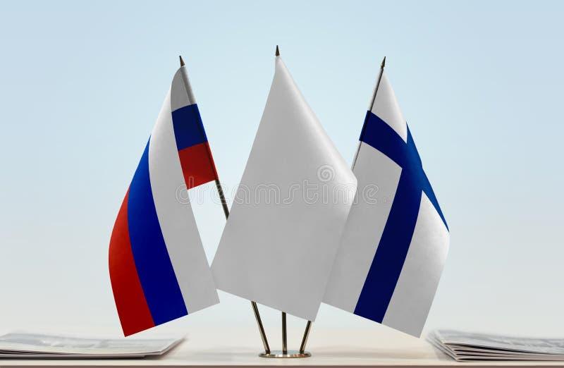 Bandeiras de Rússia e de Finlandia fotos de stock royalty free