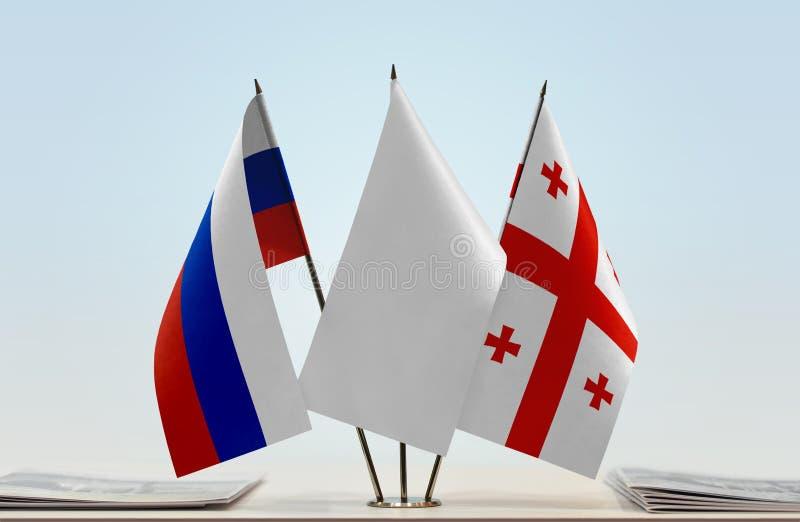 Bandeiras de Rússia e de Geórgia fotos de stock