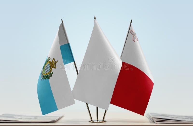 Bandeiras de São Marino e de Malta foto de stock royalty free